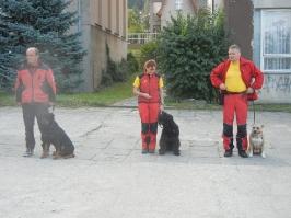Vlasta s rotvajlerkou Sašou, Bára s Annie a Ruda se stafordkou Basty